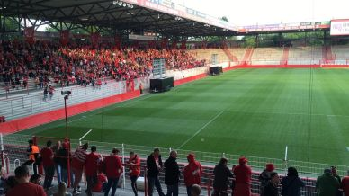 Fans beim Public Viewing Stuttgart - Union Berlin